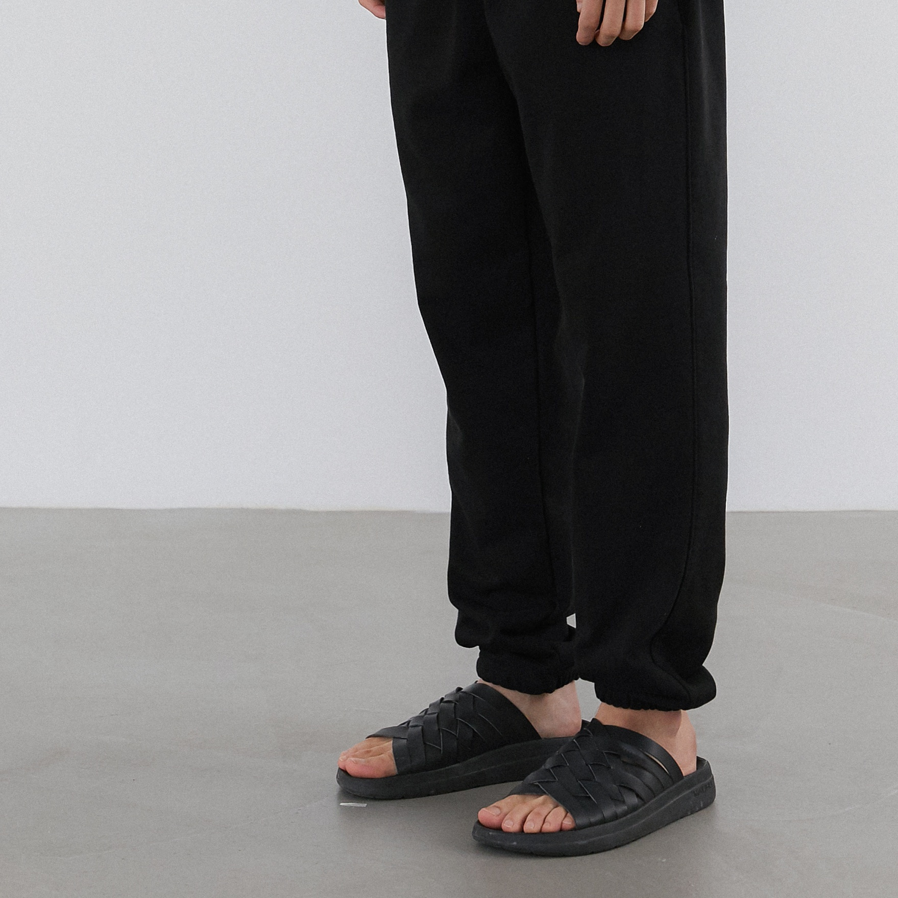 ESSENTIAL SWEAT PANTS (BLACK)